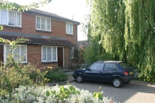 1 Bedroom Semi-Detached House, Egham