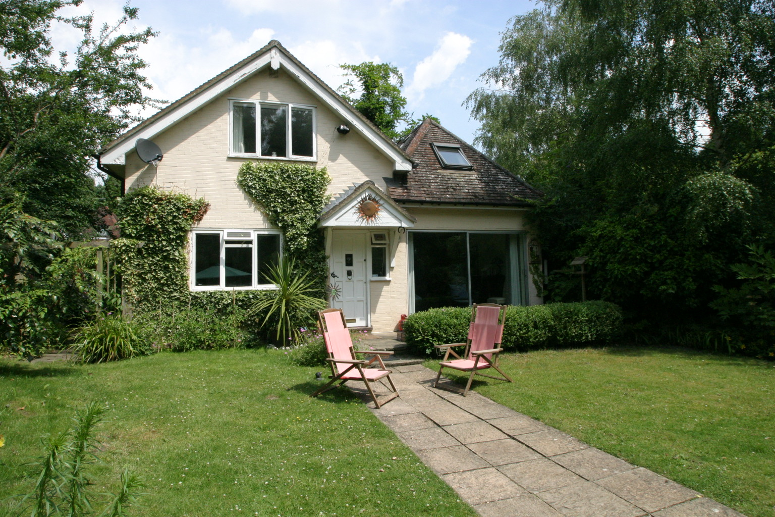 3 Bedroom Detached Cottage, Englefield Green