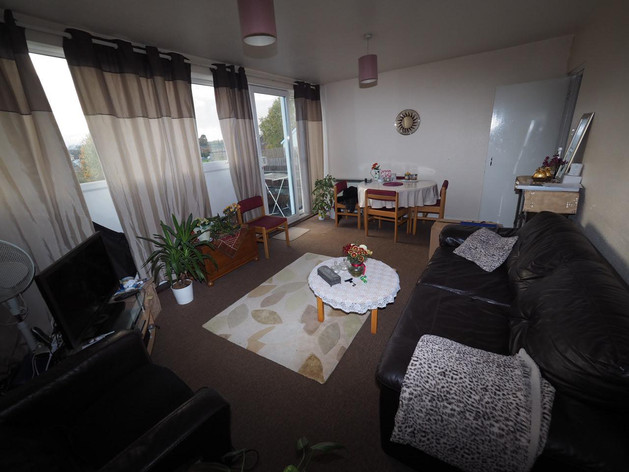3 Bedroom Split Level Maisonette, Egham
