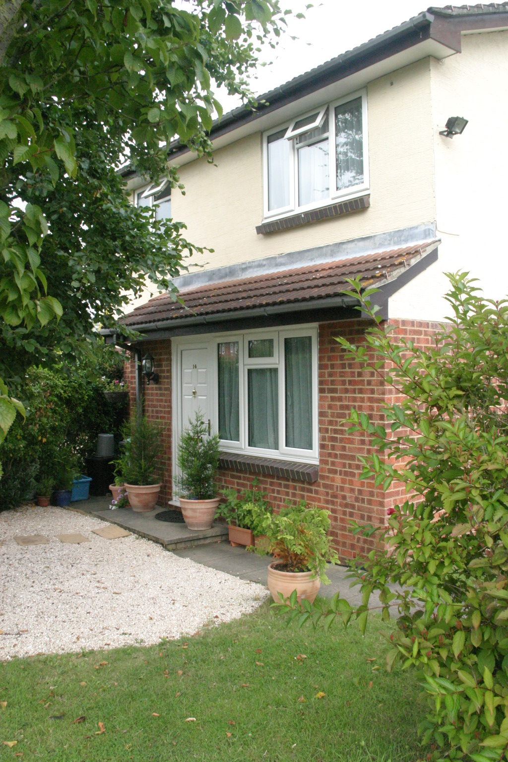 1 Bedroom Semi-Detached House, Egham