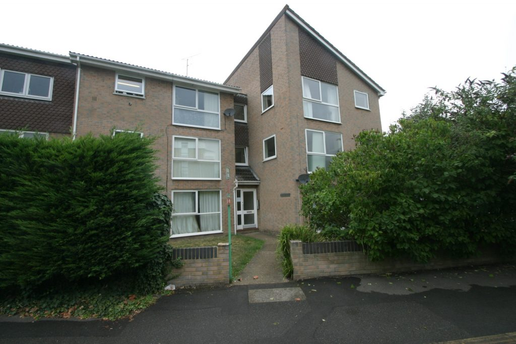 2 Bedroom First Floor Apartment, Staines