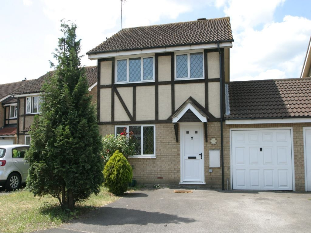 3 Bedroom Link Detached House, Egham